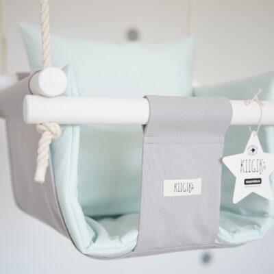 [:et]Hall tähepüüdja pastelse münditooni beebisisuga[:en]Grey Starcatcher with pastel mint pillow and cushion[:]